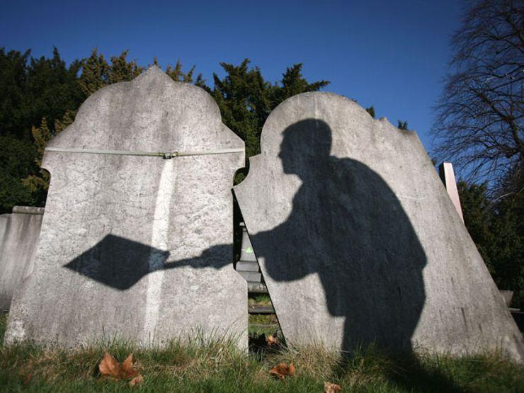 Strange Happenings – grave tales