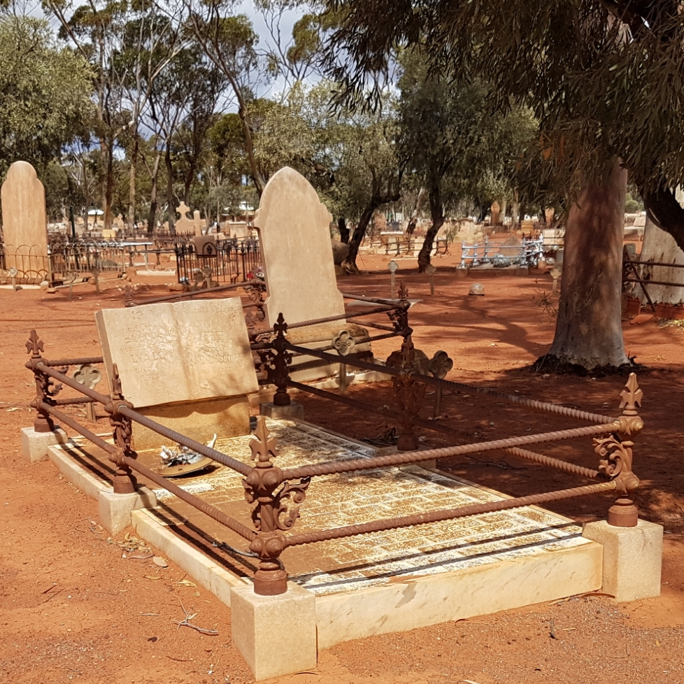 Tha Lakeside Tragedy – grave tales